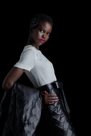 Chanel e os lábios rosa-shocking com Adut Akech