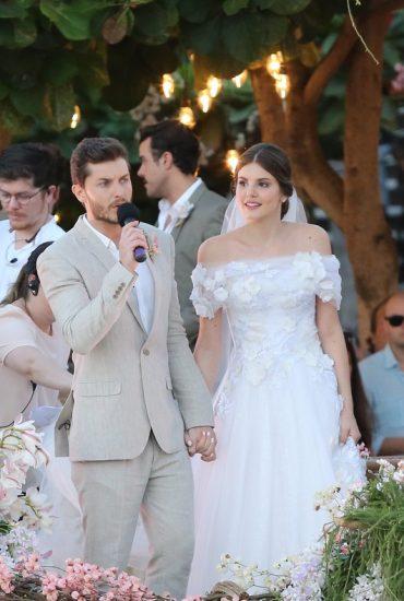 Camila Queiroz e Klebber Toledo: looks do casamento